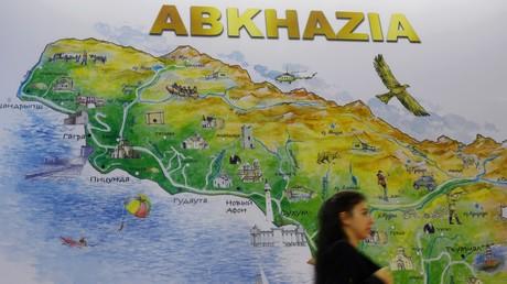 Die Karte Abchasiens auf einer Touristikmesse in Moskau. Vor dem Georgisch-Abchasischen Krieg 1992–1993 galt die Autonome Republik Abchasien als einer der populärsten Kurorte der UdSSR.