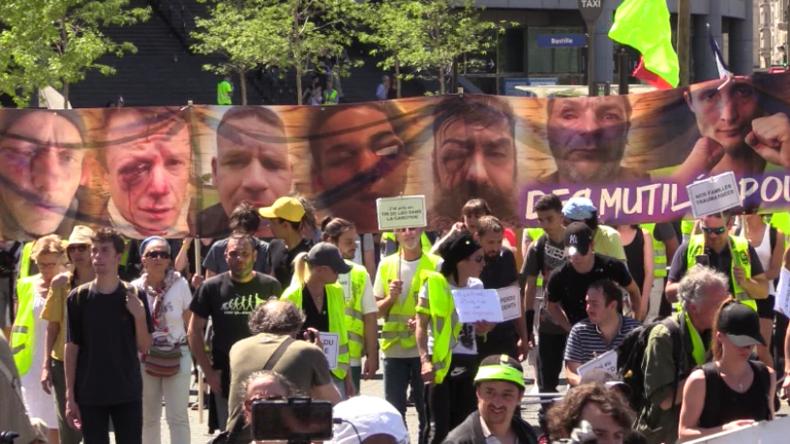 """Paris: Gelbwesten veranstalten """"Marsch der Verwundeten"""" und fordern Verbot von Polizei-Waffen"""