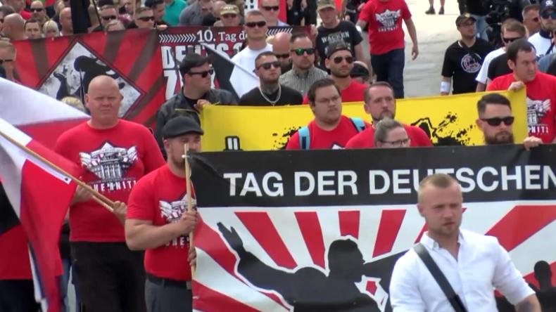 """Großer Gegenprotest in Chemnitz: NPD-Anhänger demonstrieren für """"Deuschland ohne Ausländer"""""""