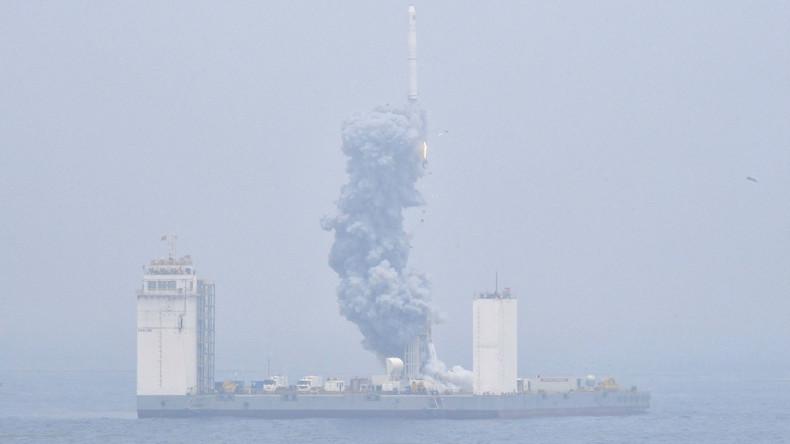 China startet erfolgreich erste Weltraumrakete von schwimmender Meeresplattform