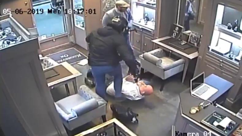 Paris: Brutaler Juwelier-Überfall mitgefilmt - Couragierte Passanten jagen Räubern hinterher