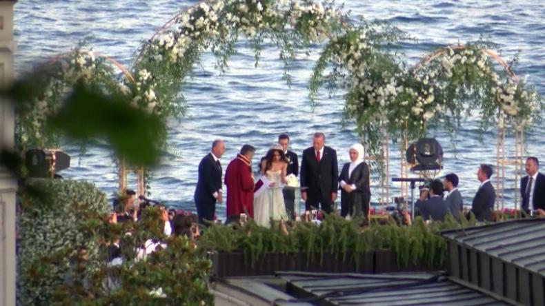 Türkei: Erdoğan als Trauzeuge bei Hochzeit von Ex-Nationalspieler Mesut Özil