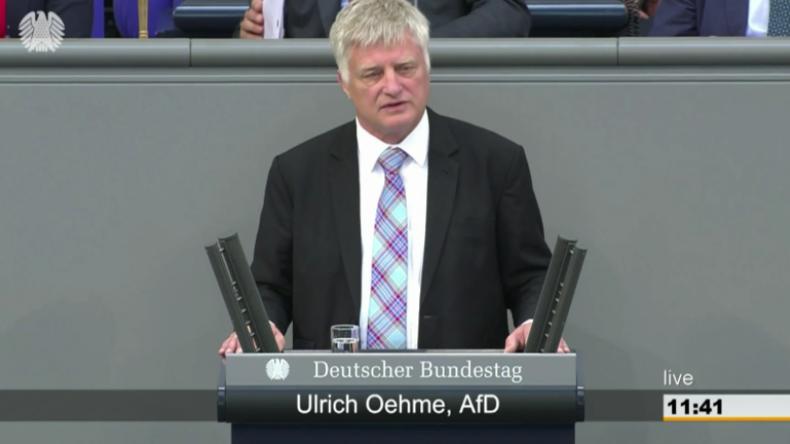 """Hitzige Bundestagsdebatte: AfD nennt Chemnitz-Video """"Fake"""" und fordert Merkels Rücktritt"""