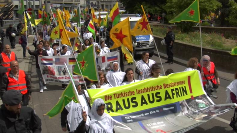 """Köln: """"Wo ist jetzt die EU? Sie brennen unser Land nieder!"""" Kurden protestieren gegen Erdoğan"""