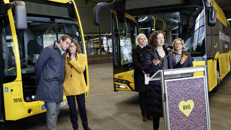 Nach einem halben Tag geht ihnen der Saft aus: Probleme mit den neuen Elektrobussen der BVG