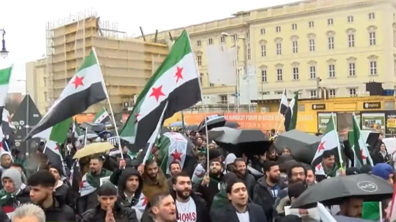 """Demo für getöteten """"syrischen Rebellen"""" in Berlin: Er lobte den IS und """"bekämpfte Ungläubige"""""""