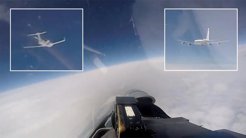 """Russischer Kampfjet Su-27 """"begleitet"""" schwedische und US-amerikanische Spionageflugzeuge"""