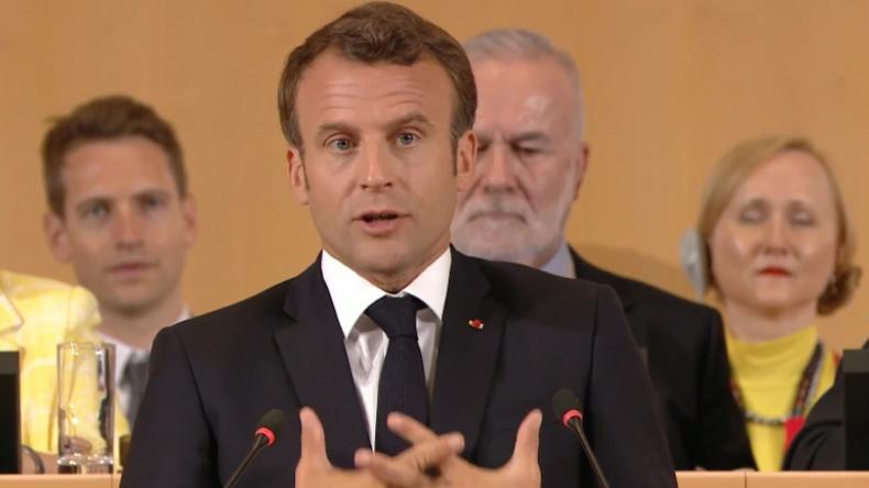 """Schweiz: Macron spricht sich gegen Neoliberalismus aus und warnt vor drohender """"Kriegszeit"""""""