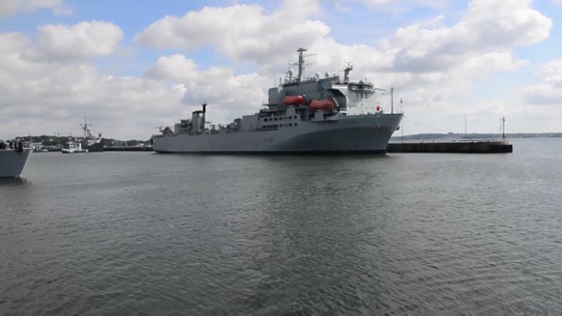 Trotz Protest von Klimaschützern: NATO-Kriegsschiffe verlassen Kieler Hafen für Ostsee-Übungen