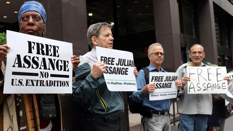 LIVE: Anwälte von Assange berichten nach seiner ersten juristischen Anhörung