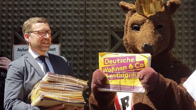 """Volksbegehren: Initiative """"Deutsche Wohnen und Co. enteignen"""" übergibt 77.001 Unterschriften (Video)"""