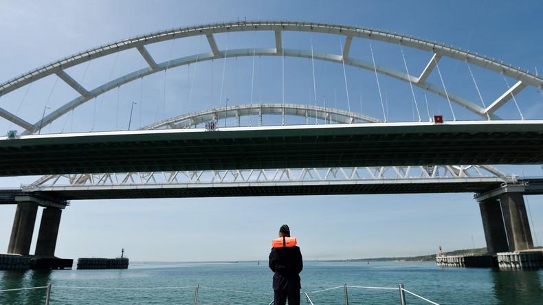 Russland verbinden: Erste Eisenbahndurchfahrt über die Krimbrücke abgeschlossen