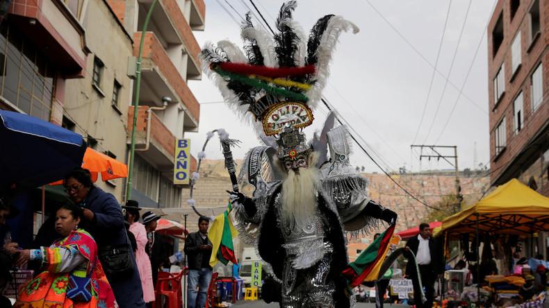 Bolivien: Volkstänze mit farbenfrohen Kostümen bei der Andenfeier Señor del Gran Poder
