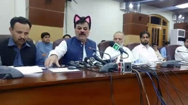 Pressekonferenz zum Schnurren: Pakistanische Politiker aktivierten versehentlich Katzenfilter