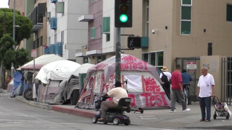 """USA: """"Beispiellose Krise"""" – Straßen in L. A. voll von Obdachlosenlagern"""