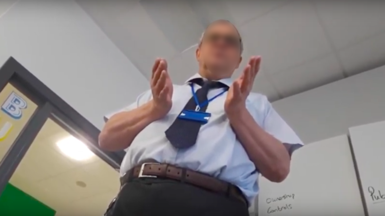 """Teenager aus der Klasse geworfen, weil er behauptete, dass es nur """"zwei Geschlechter"""" gibt"""