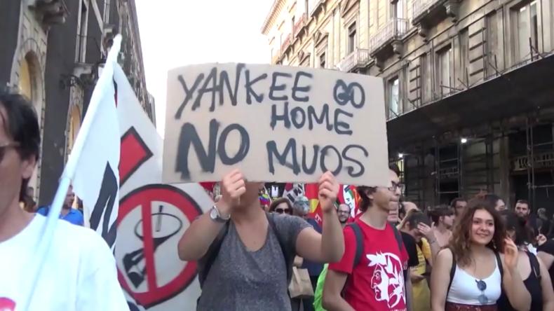 """""""Yankee go home"""" – Sizilianer demonstrieren gegen US-Militärpräsenz"""