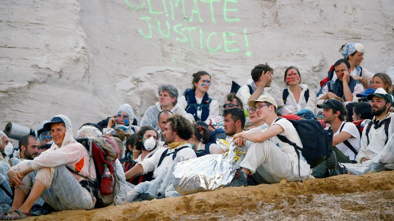 Klima-Proteste: Aktivisten stürmen Tagebau (Video)