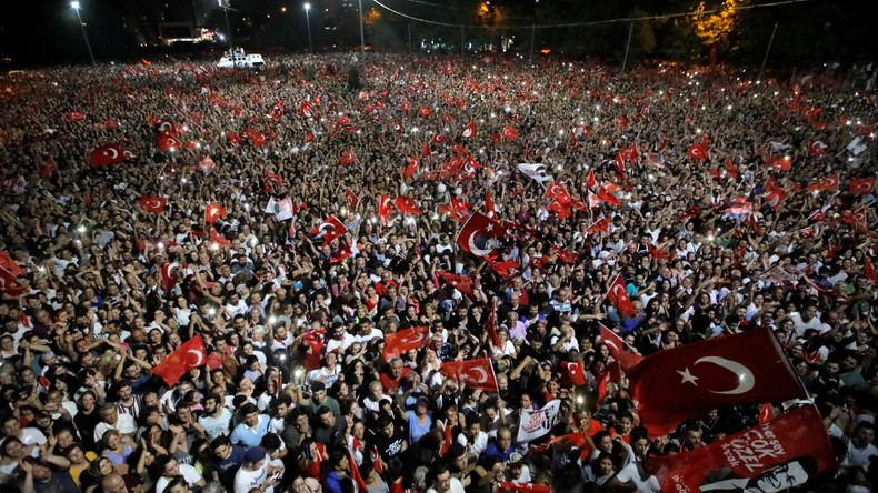Nach Wahlsieg in İstanbul: Oppositionsanhänger feiern euphorisch (Videos)