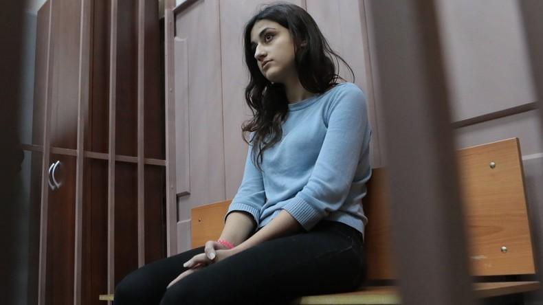 Mord oder Notwehr? Drei Schwestern erstechen eigenen Vater – Gesellschaft fordert Freispruch
