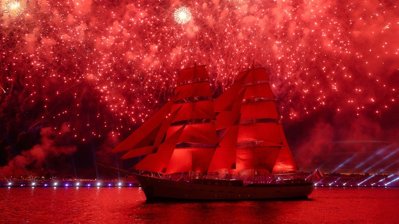 "Volle Segel! Faszinierende Abschlussfeier ""Das Purpursegel"" in Sankt Petersburg"