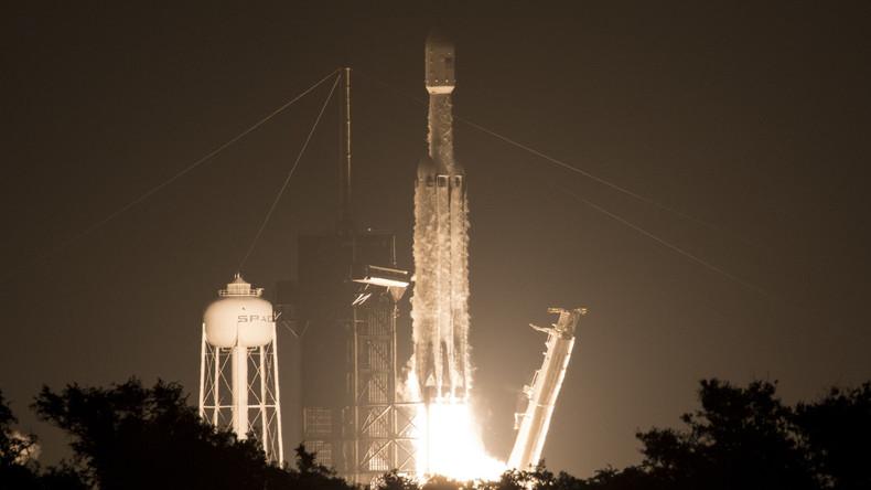 SpaceX rettet Seitenantriebe der Falcon-Heavy-Rakete, verliert aber Hauptstufe