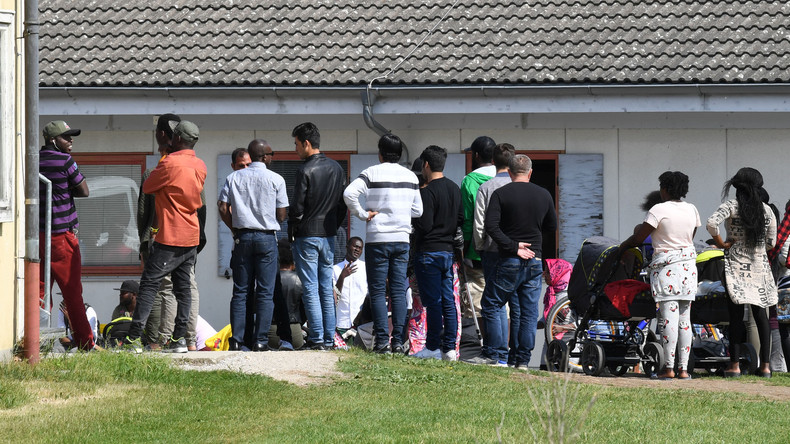 Um der Abschiebung zu entgehen: Hunderte Flüchtlinge geben sich als Terroristen aus