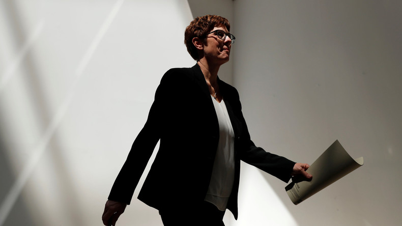 Annegret Kramp-Karrenbauer lässt Ausschluss AfD-naher Mitglieder aus der CDU prüfen