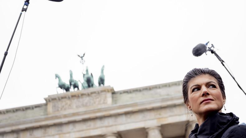 """Live: Veranstaltung """"Kein Krieg gegen Iran"""" mit Sahra Wagenknecht vor Brandenburger Tor"""