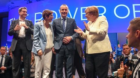 Bedingt geschlossen: Die Unionsspitzen im Wahlkampf für die EU-Wahl im Mai in München