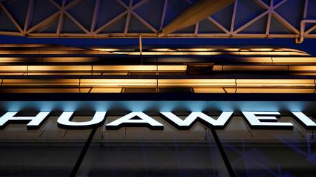 Das chinesische Unternehmenslogo Huawei, Shanghai, China, 3. Juni 2019.
