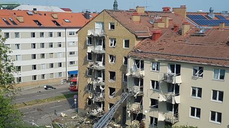 Das beschädigte Mehrfamilienhaus nach einer Explosion, Linköping, Schweden, 7. Juni 2019.