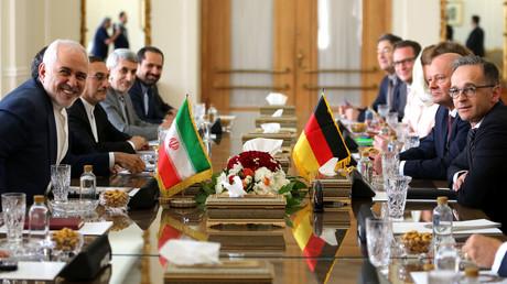 Außenminister Heiko Maas zu Besuch (10. Juni) bei seinem Amtskollegen in Teheran. Er ruft den Iran dazu auf, das Atomabkommen nicht aufzugeben.