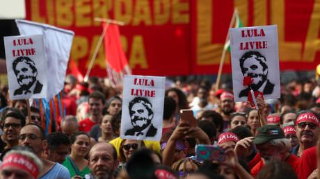 Seit seiner Verhaftung kommt es in Brasilien immer wieder zu Demonstrationen, die die Freilassung von Lula da Silva fordern.