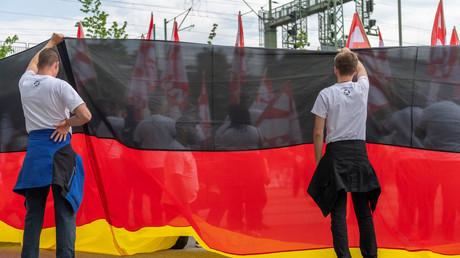 Demonstranten der rechtsradikalen NPD bei einer Maikundgebung in Dresden, Deutschland, 1. Mai 2019