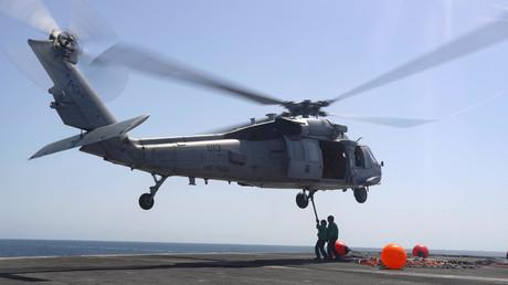 (Symbolfoto) Ein Hubschrauber auf dem Flugzeugträger USS Abraham Lincoln  CVN-72 im Arabischen Meer im  Juni 2019
