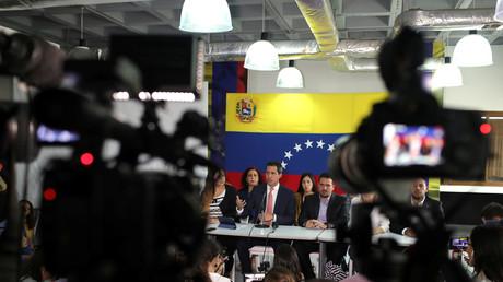 In arger Bedrängnis: Venezuelas Oppositionsführer Juan Guaidó hält eine Pressekonferenz nach Korruptionsvorwürfen gegen mehrere seiner Vertrauten in Caracas, Venezuela, 17. Juni 2019