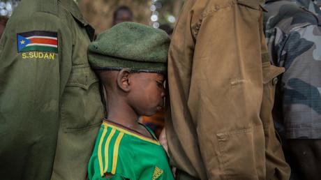 Sudanesische Kindersoldaten kämpfen im Jemen für die saudi-geführte Koalition, Berichten zufolge bezahlt von Riad. Pompeo macht lieber den Sudan verantwortlich.