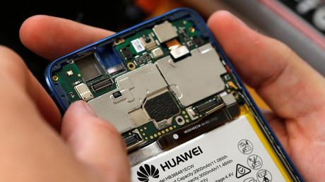 Reparatur eines Huawei-Mobiltelefons in Lusignac, Frankreich, 20. Juni 2019