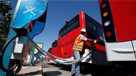 Elektrobusse des chinesischen Elektro-Fahrzeugherstellers BYD in Santiago angekommen.