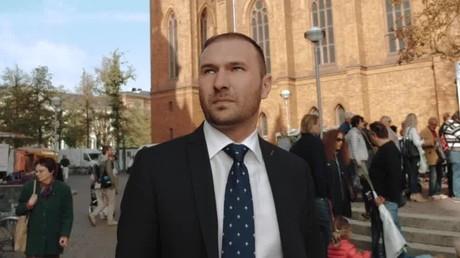 Dimitri Schulz wurde am 14. Februar 1987 in Alexejewka, in der Kirgisischen SSR der Sowjetunion geboren. Er ist seit 2014 Mitglied der hessischen AfD, für die er im Stadtrat in Wiesbaden sitzt. Bei der hessischen Landtagswahl 2018 gelang ihm der Einzug in den hessischen Landtag.