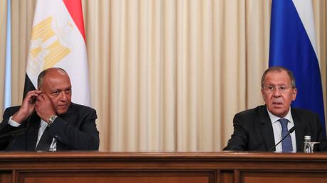 Der russische Außenminister Sergej Lawrow mit seinem ägyptischen Amtskollegen Samih Schukri am 24. Juni  in Moskau