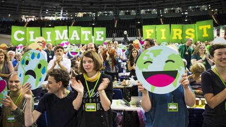 Mitglieder der Partei Bündnis 90/Die Grünen während eines Kongresses im Berliner Velododrom