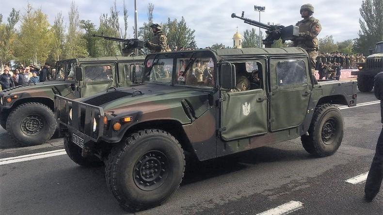 Ukrainisches Militärfahrzeug explodiert – Selenskij macht Donezker Volksmiliz verantwortlich