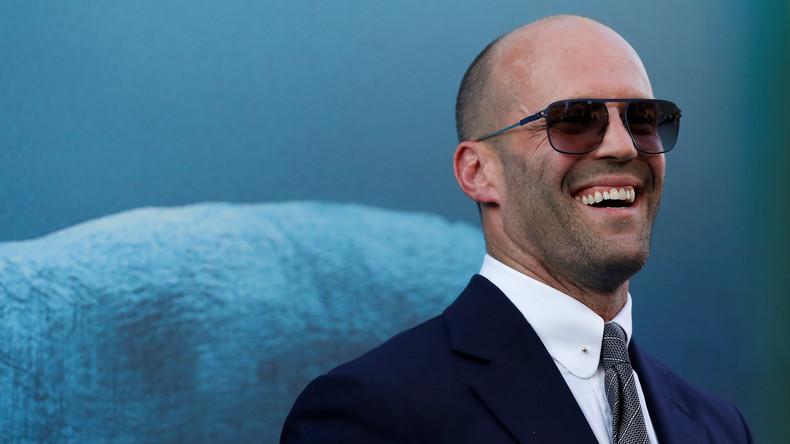 Internet-Hit: Schauspieler Jason Statham öffnet Schraubverschluss per Roundhouse-Backspin