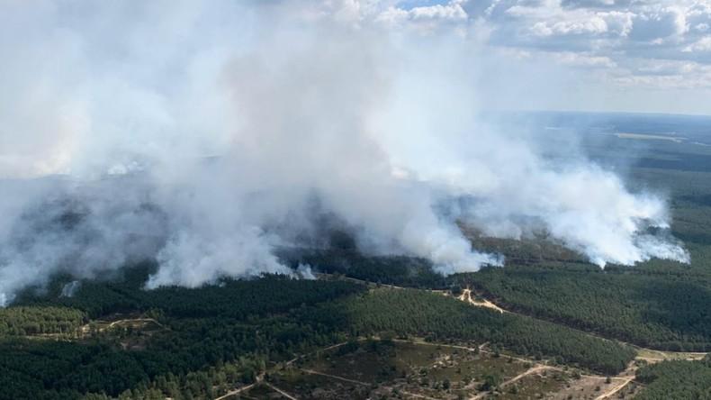 Waldbrand in Mecklenburg wütet weiter – Räumpanzer der Bundeswehr im Einsatz