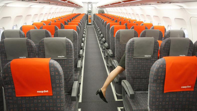 Crew bittet Frau wegen zu offenherziger Bluse hinaus – Kein Flug nach Streit mit Flugbegleitern
