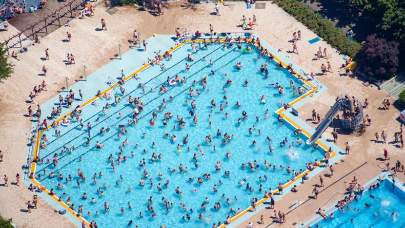 Gewalt in Schwimmbädern und das Preisgeben öffentlichen Raumes in Deutschland