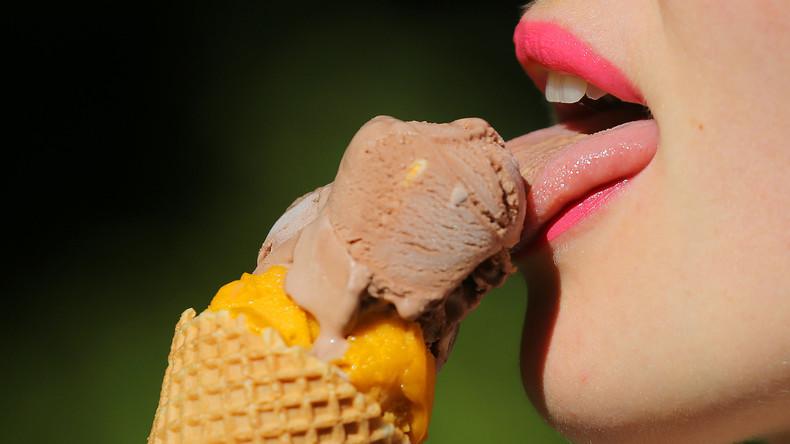 Guten Hunger! Frau leckt im Supermarkt an Eis und stellt es zurück ins Regal – US-Polizei ermittelt