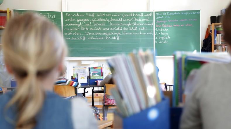 Aus Kostengründen: Hunderte Schulen in Frankreich werden geschlossen (Video)